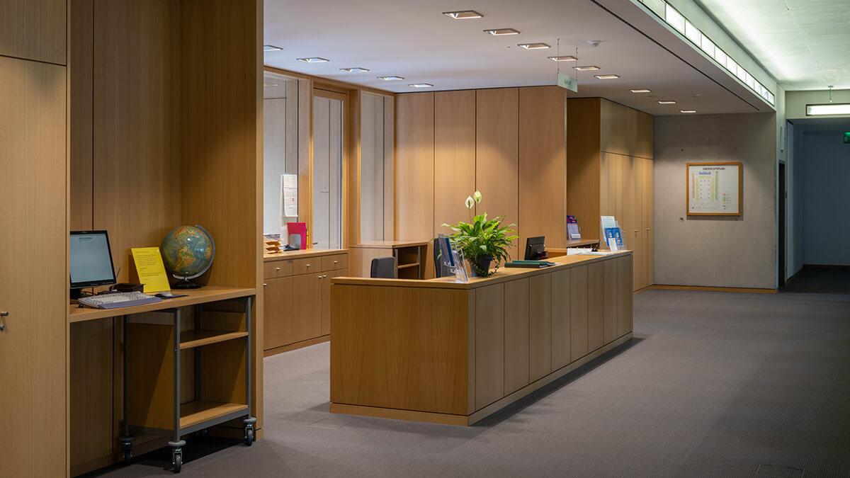 Eigangsbereich der Bibliothek des Bundesarbeitgsgerichts